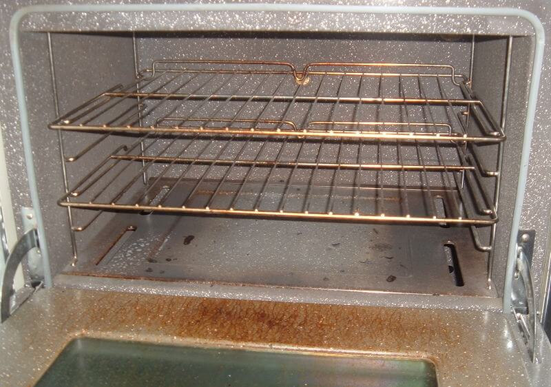 Cleaning Your Oven after Thanksgiving So That It Dazzles