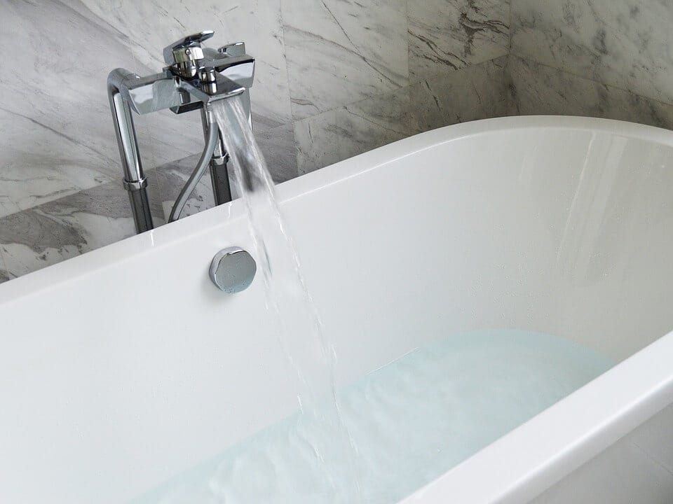 6 Items of Daily Use That Come In Handy for Cleaning Bathtub